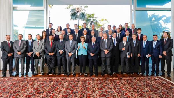 """""""Queria agradecer mais uma vez a presença de todos"""", encerra o discurso a presidenta Dilma, durante encontro com governadores"""