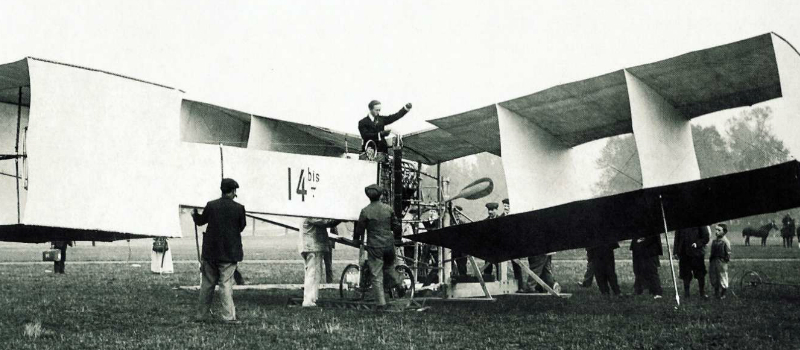Santos Dumont, que no dia 23 de outubro de 1906 voou pela primeira vez com o 14 BIS
